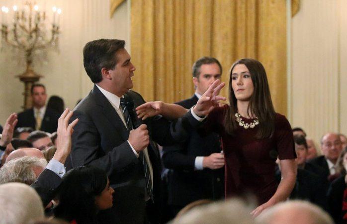 Advierte casa blanca que le quitará de nuevo su acreditación a Jim Acosta