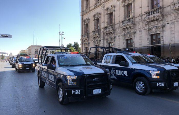 Manda la municipal decenas de patrullas al desfile