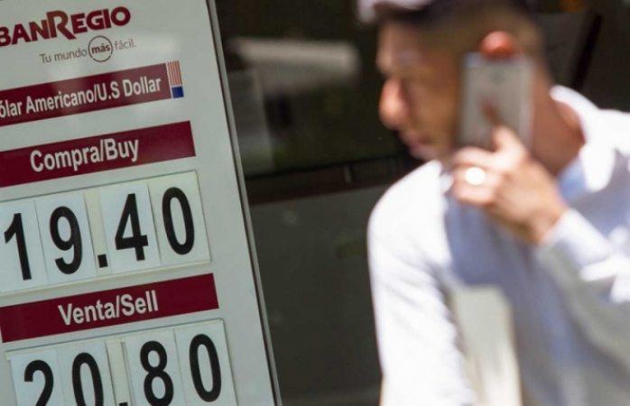 Casi alcanza los $21 el dólar a la venta en México
