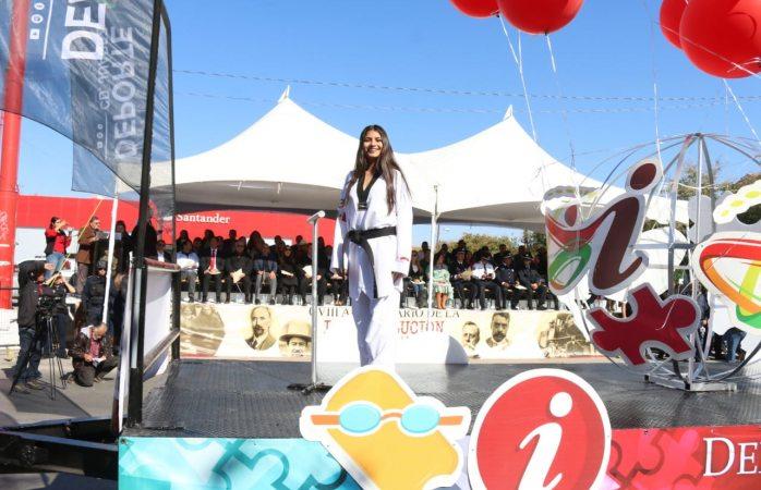 Participa campeona Laura Alejandra Ovalle en desfile