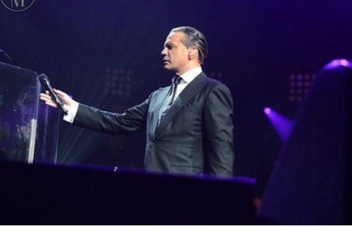 Abuchean a Luis Miguel durante concierto