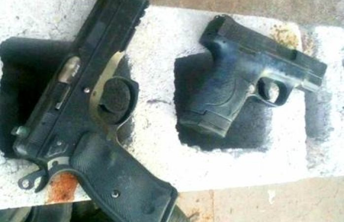 Detienen a 2 por participar en altercado con armas