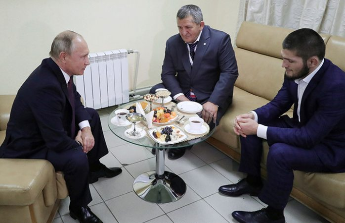 Putin felicitó a Khabib , pero le dio un tirón de orejas por escándalo