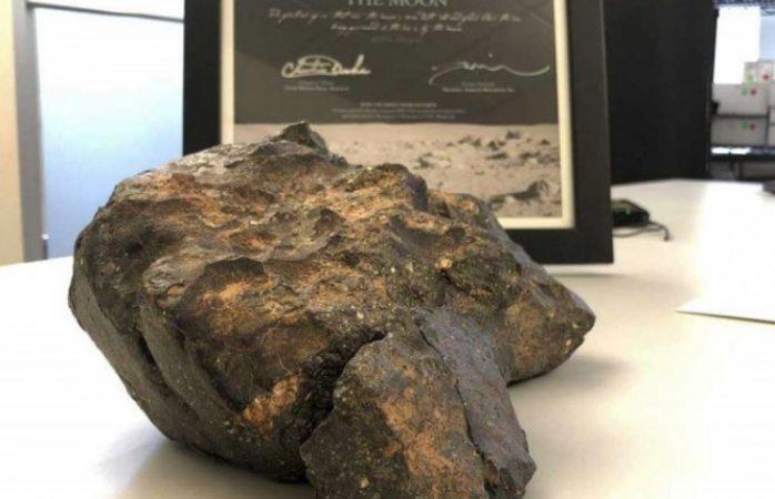 Subastarán roca lunar encontrada en África