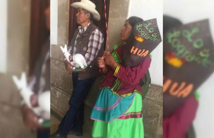 Lo lograste hija; conmueve foto de padres de graduada de Durango