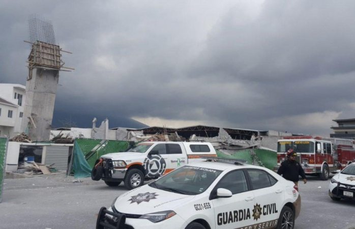 Derrumbe en construcción deja al menos 10 atrapados en Monterrey