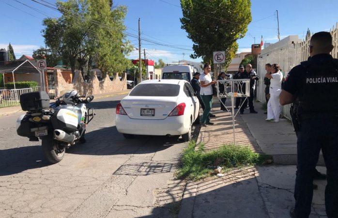 Localizan auto robado en la calle pino