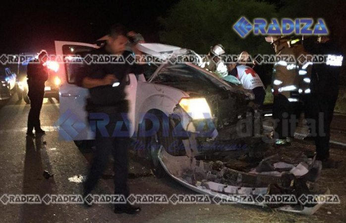Choca trailer a pareja en carretera federal de Delicias