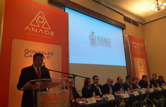 Se reúne alcalde con abogados en convención nacional sección chihuahua