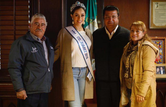 Visita señorita Juárez 2018 al alcalde en su despacho