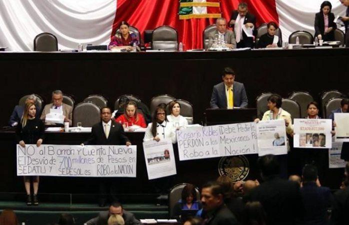 Exigen renuncia y castigo para Rosario Robles en comparecencia