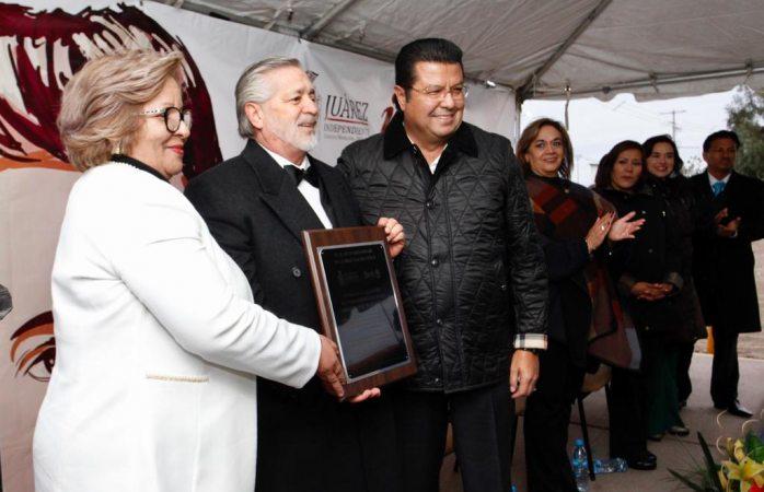 Acude Cabada a reconocimiento de labor educativa del profesor Armando Díaz