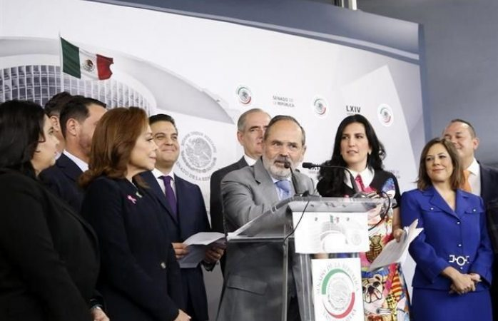 Se pregunta Madero si Amlo hace consulta por demócrata o por cabrón