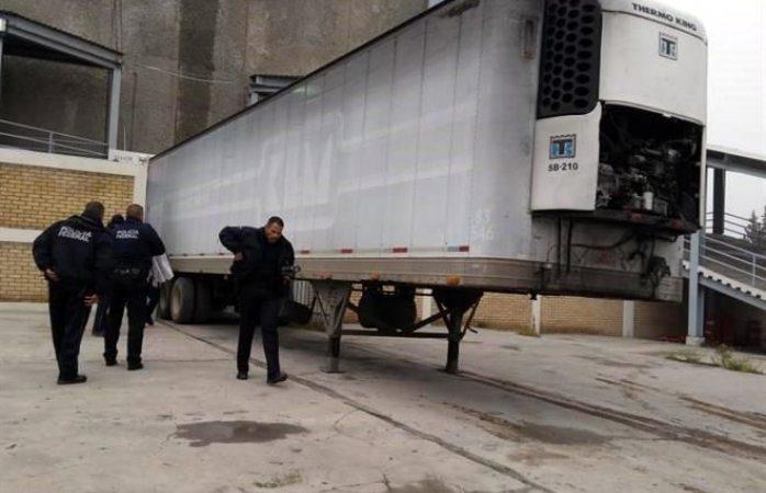 Aseguran a 100 migrantes escondidos en tráiler en Saltillo