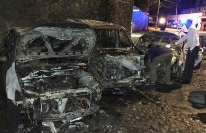 Choca y se incendian 3 autos en ciudad de México