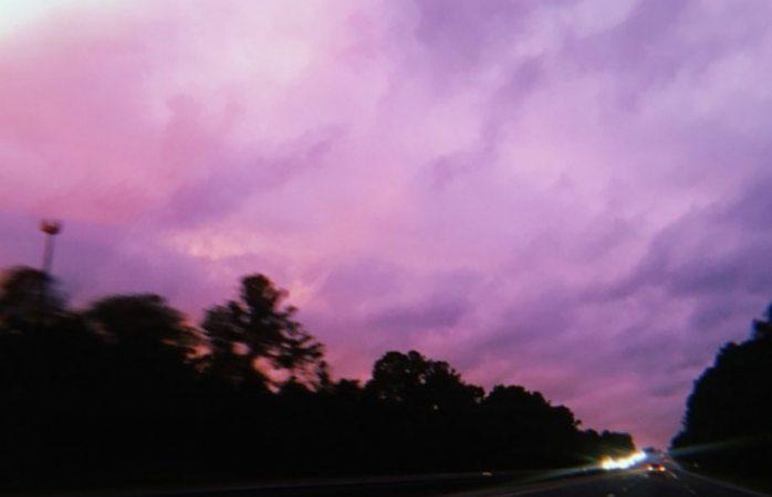 El cielo de EU se torna color purpura tras Michael, aquí la explicación