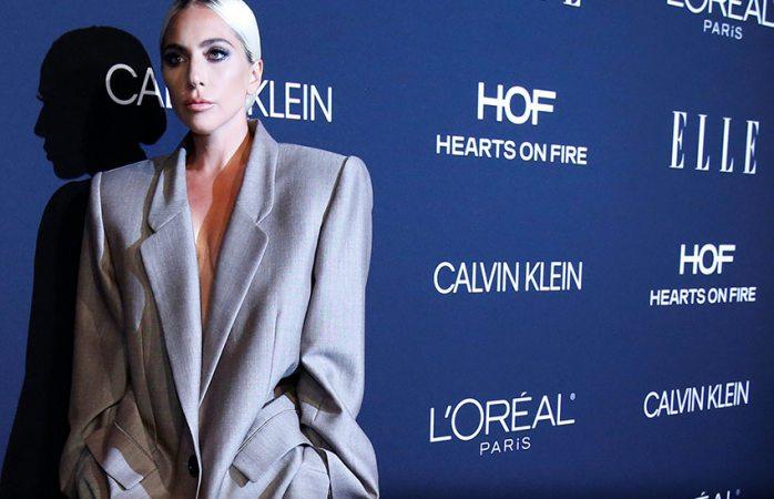 Se compromete Lady Gaga y habla de abuso sexual