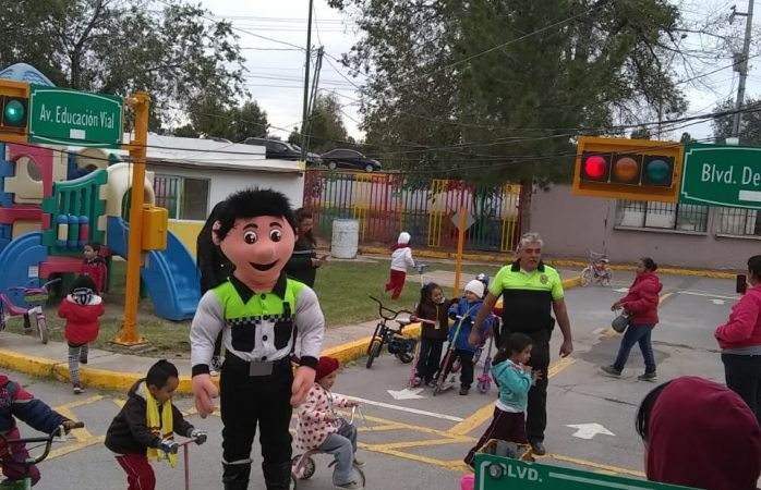 Visitan niños de kínder Simón Bolívar mini ciudad vial