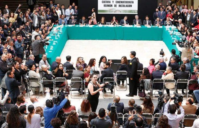 Sergio Mayer presenta espectáculo musical en Comisión de Cultura