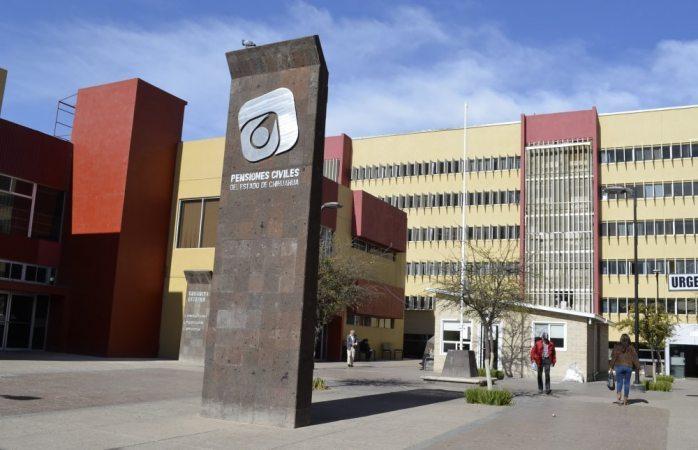 Exhiben a Corral lista con nombres de 58 médicos despedidos