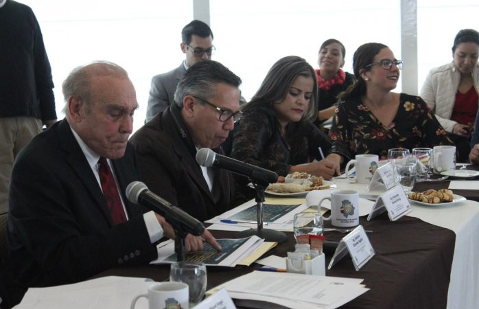 Ponen a temblar diputados a Gustavo Elizondo tras comparecer en jucopo
