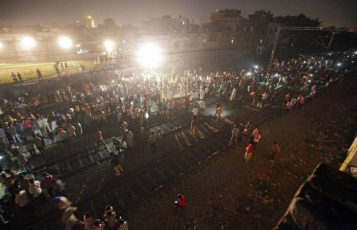 Mata tren a más de 50 personas en India