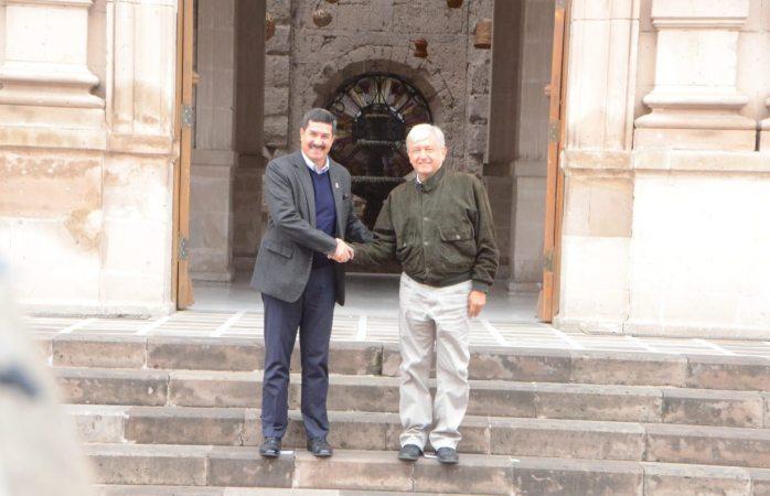 Se reúnen en palacio de gobierno López Obrador y Corral
