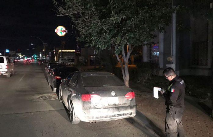 Multa Tránsito a conductores mal estacionados en la Gómez Morin