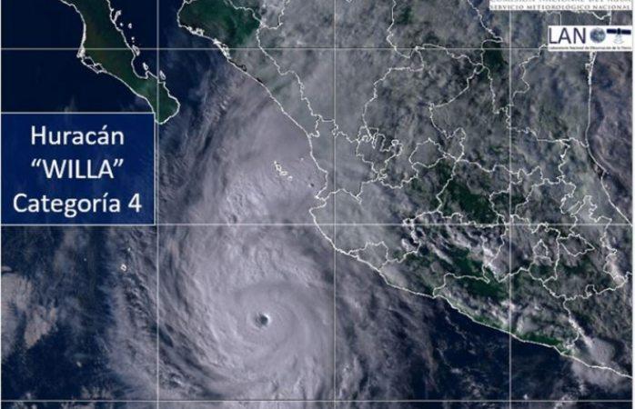 Huracán Willa alcanza categoría 4, avanza a costas mexicanas