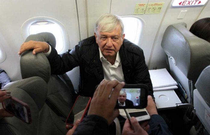 Arriba López Obrador a Chiapas para reunirse con Velasco Coello