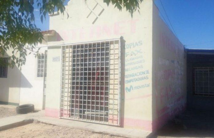 Encuentran a dos degollados en café internet de Juárez