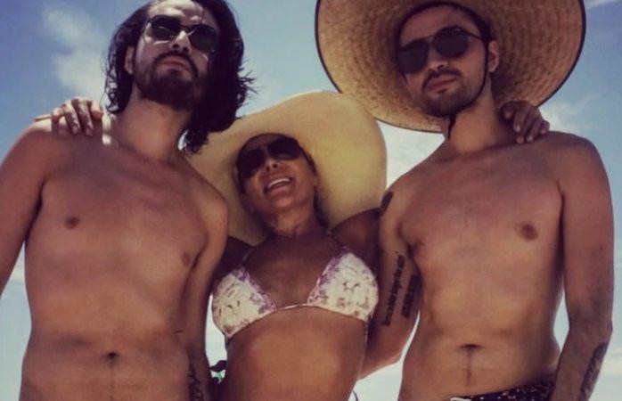 Alejandra Guzmán la destrozan en redes sociales por aparecer casi desnuda