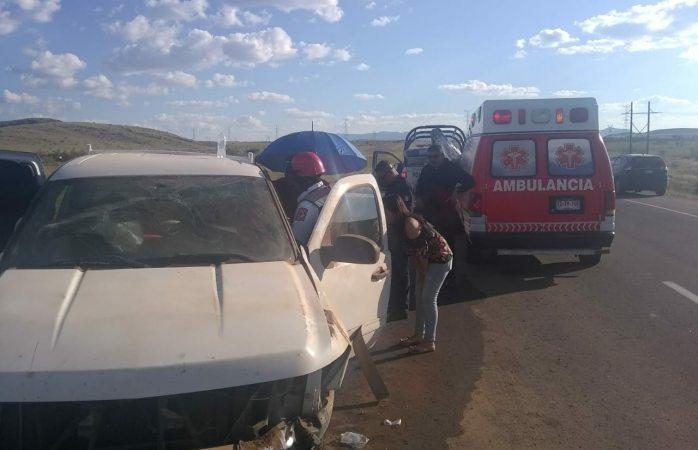 Dos lesionados tras accidente en carretera a Juárez