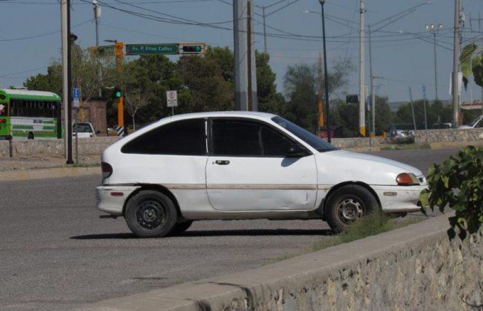 Localizan a encajuelado en estacionamiento de Juárez