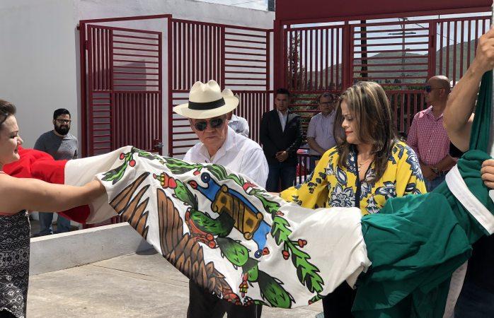 Izan bandera de México en el PRI