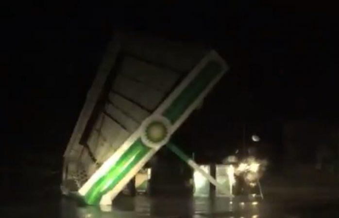 Arranca viento de Florence techo de gasolinera