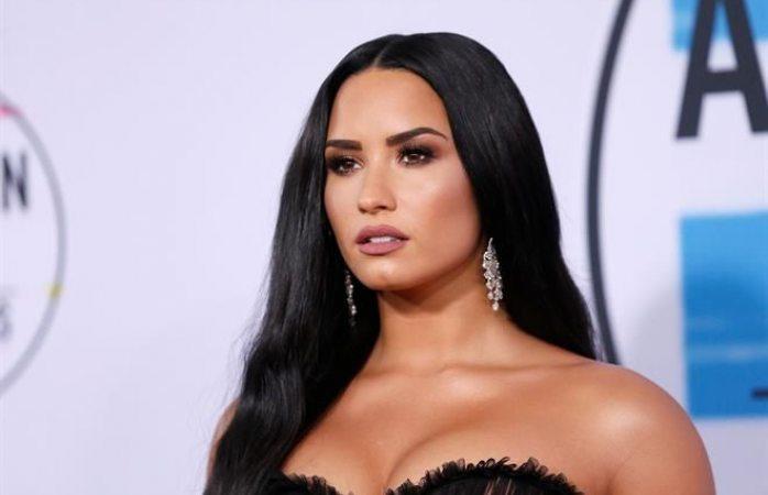 Asegura mamá que Demi Lovato se recupera