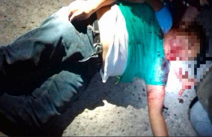 Golpean a policía y le quitan el arma en Aquiles Serdán