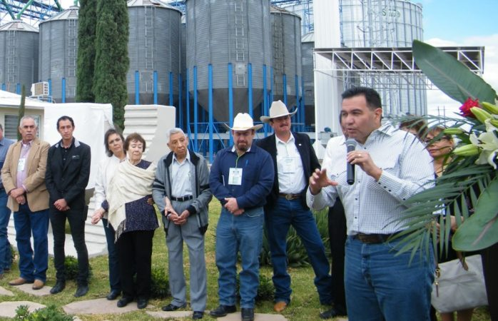 Realiza Cruz Pérez Cuéllar gira de trabajo por Nuevo Casas Grandes