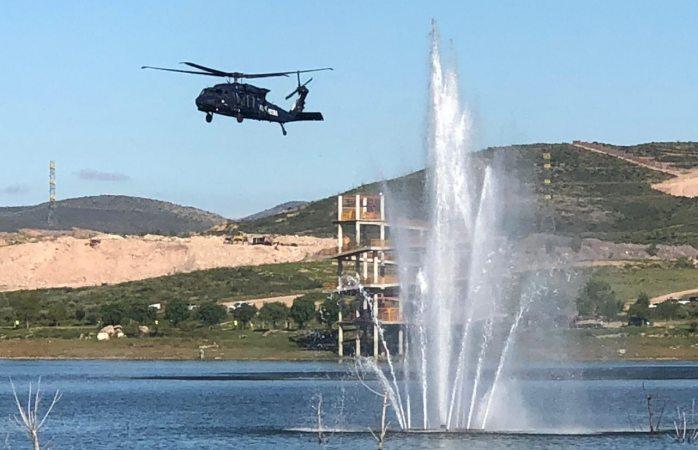 Aterriza helicóptero de la federal en el rejón para tomarse fotos de recuerdo