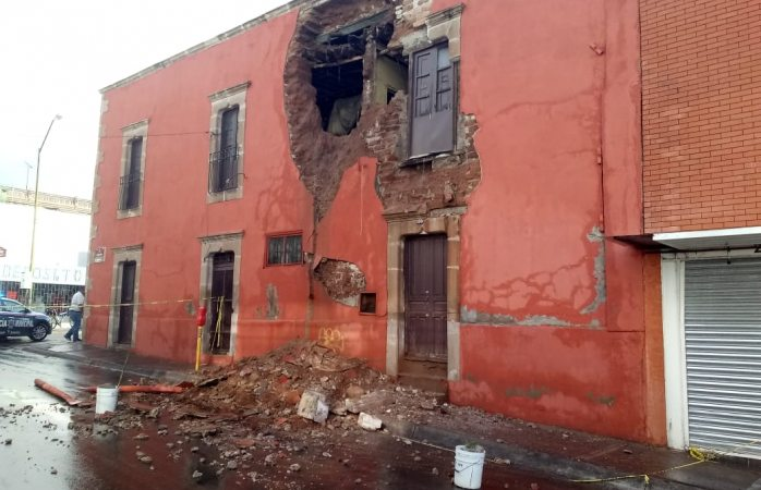 Lluvias causan derrumbe de vivienda en el centro