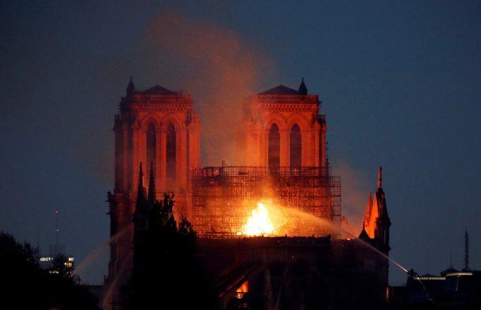Se incendia uno de los más inspiradores patrimonios, Corral sobre Notre Dame