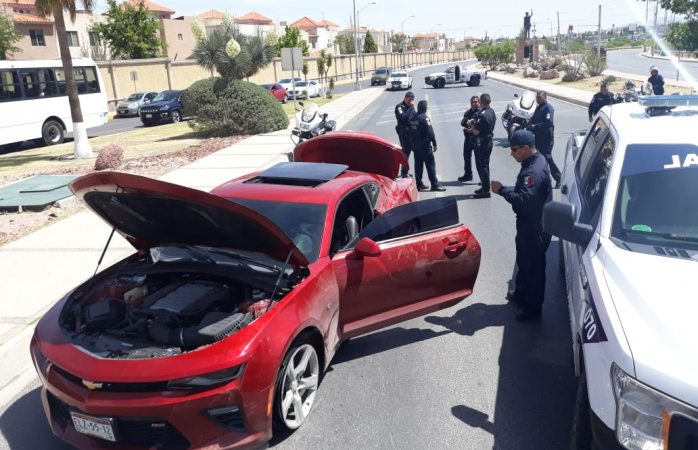 Detiene policía vial a conductor ebrio y armado
