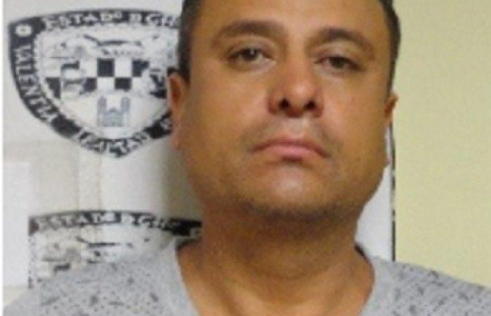 Oficial: expolicía detenido murió por estrangulamiento
