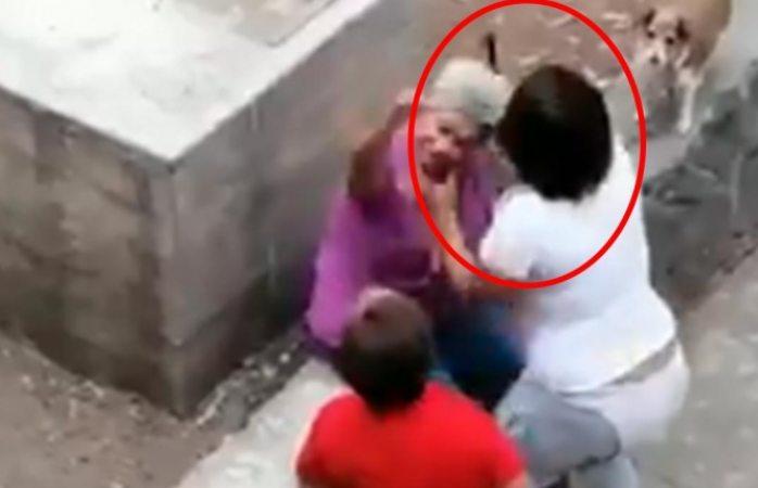 Abuelita es golpeada por una joven mujer en Tlatelolco