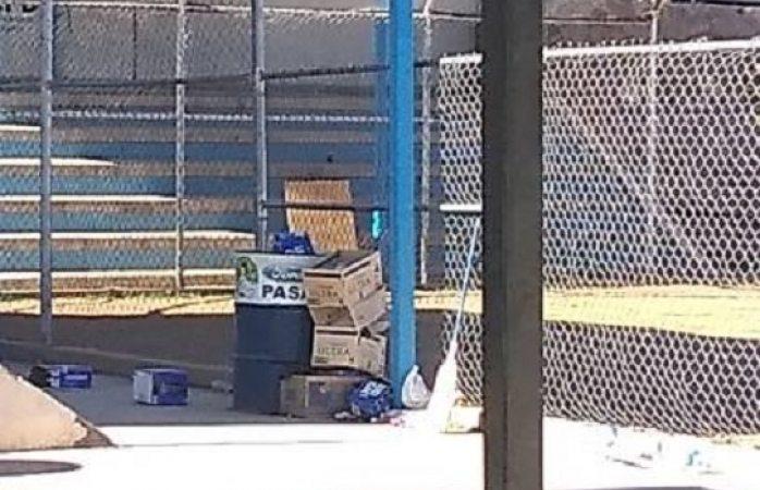 Convierten campo de beis en cantina al aire libre y municipio lo permite