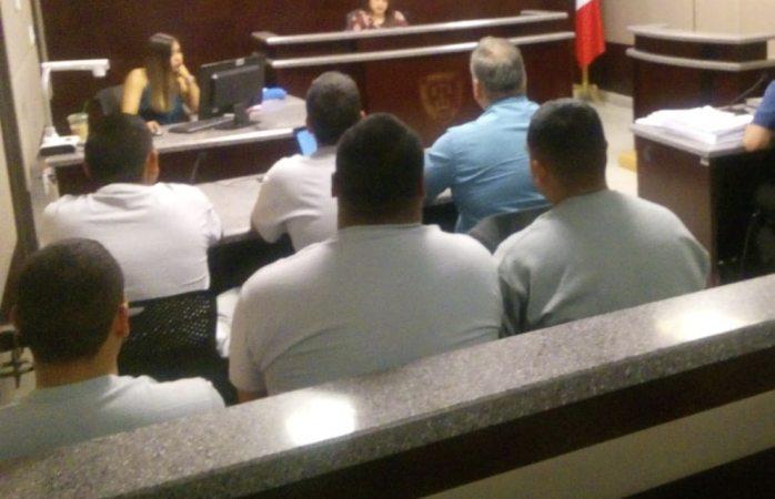 Alegan policías acusados de homicidio detención ilegal