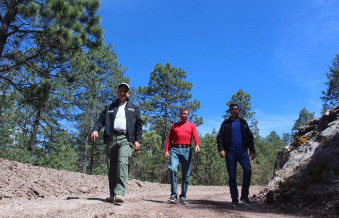 Avanza rehabilitación de caminos rurales en Guadalupe y Calvo