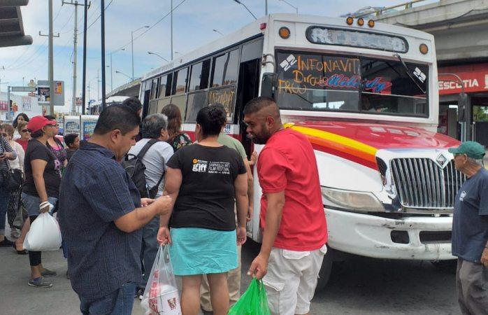 Denuncian usuarios pésimo servicio de transporte los domingos