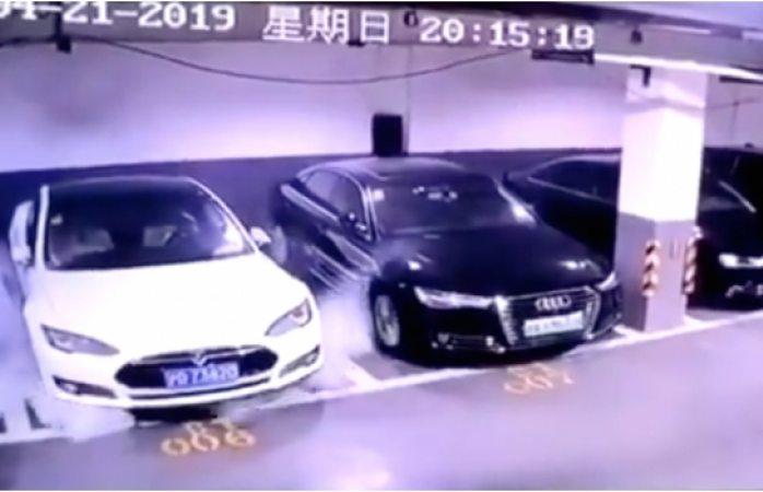 Un Tesla Model S explota en Shanghái y destruye otros vehículos